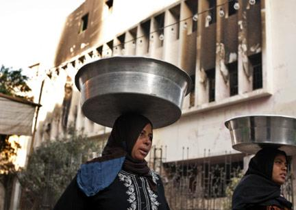 فقراء مصريّون يفتقدون «بابا» مبارك