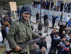 هكذا تسلّح الثوّار  ووصلوا إلى أعتاب  معقل القذافي