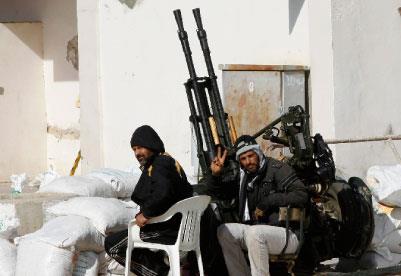 واشنطن تستعيد السيناريو العراقي في ليبيا... والعقيد يعدّ لهــجوم مضاد