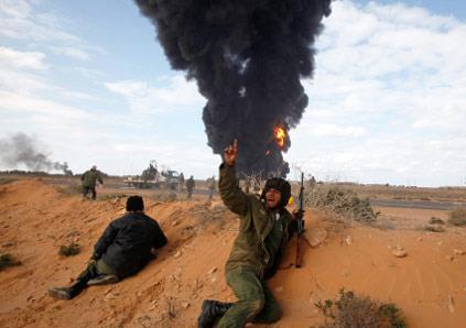 النفط يدخل المعركة وسباق على التأييد الدولي