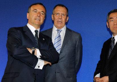 باريس تتراجع في ليبيا... وتدعم «الملكيّات الدستوريّة» في الخليج