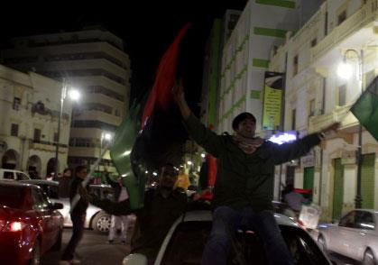 الغرب يتبنّى القوّة لـ«حماية الليبيّين»