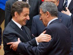 ساركوزي يتجاوز الخلافات في القمّة ويقود حرب رفع الشعبيّة