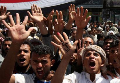 صنعاء تشيّع ضحاياها... وصالح يقيل الحكومة