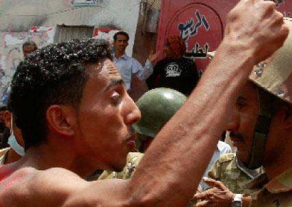 اليمن: مبادرة دول الخليج خطوة إلى الوراء