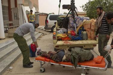 التحالف يتّجه لنقل المعركة ضد القذافي إلى الأرض