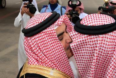 دول الخليج تتبنّى رسميّاً مبادرة تنحّي صالح