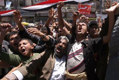 اليمن: المعارضة تتمسّك بتنحّي صالح... ودول الخليج تحاور الحكومة