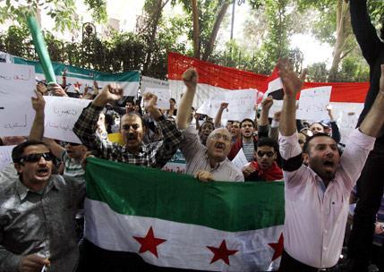 المعارضة السورية تقبل الاستعانة بخدام لكنها ترفض زعامته عليها