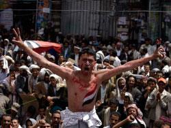 صالح يتمسّك  بالسلطة ويدعو  إلى حكومة وحدة