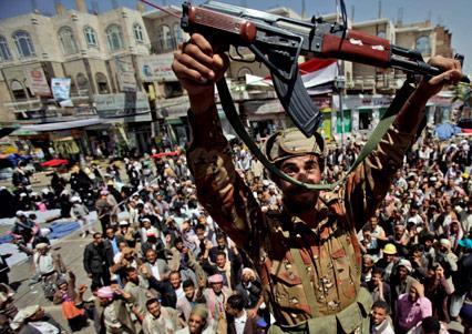الجيش ينقلب على صالح: التوريث أطـلق شرارة المعركة