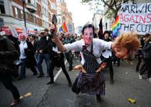 طلّاب لندن يتظاهرون ضدّ رفع أقساط التعليم