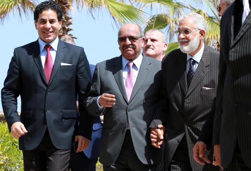 يعتبر الوزير الجزائري أول مسؤول عربي يزور السراج في طرابلس