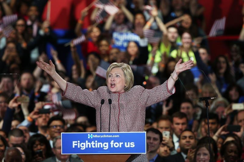 فازت كلينتون بـ57,9% من الأصوات مقابل 42,1% لساندرز (أ ف ب)