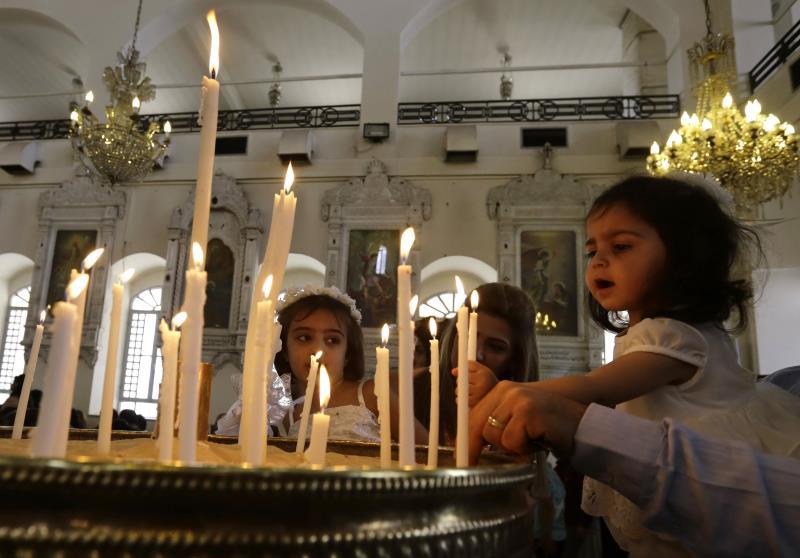 من الاحتفال بأحد الشعانين لدى الطوائف الأرثوذكسية في دمشق أمس (أ ف ب)