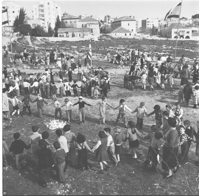 أطفال إسرائيليون في «حديقة الاستقلال» في القدس المحتلة في الخمسينيات (الأخبار)