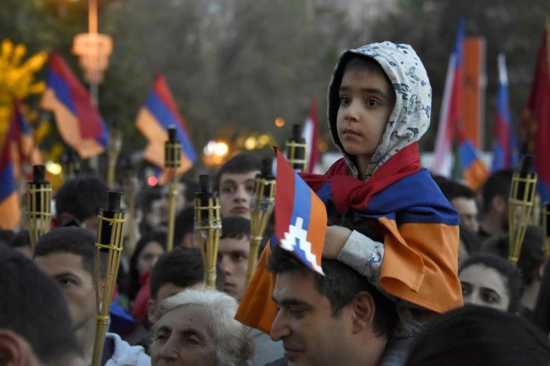 في وقت ينسى فيه اللبنانيون سريعاً من احتلهم ومن قتلهم ومن أفقرهم، يقدم الأرمن درساً متواصلاً في حماية الذاكرة الجماعية (أ ف ب)