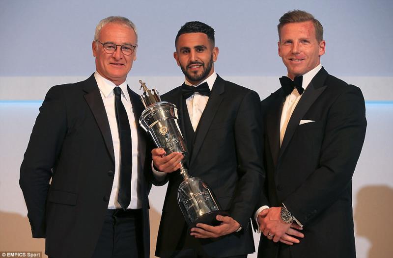 بات محرز أول عربي وأفريقي يحرز الجائزة في إنكلترا (إنترنت)