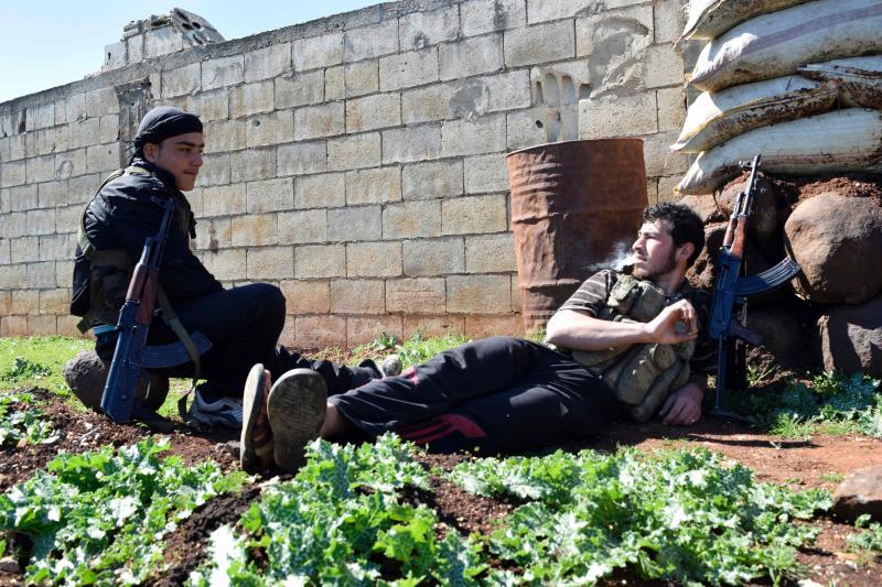 هاجمت «النصرة» ومجموعات أخرى مقار «جيش الإسلام» في قرى عدة (أ ف ب)