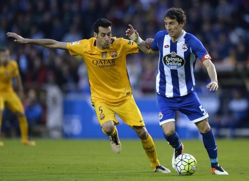 سيمدد برشلونة عقد بوسكيتس في الصيف (ميغيل ريوبا ــ أ ف ب)