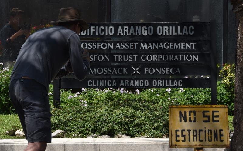 قسمت الوثائق على عدد الشركات المسجلة عبر مكتب «موساك فونسيكا»  (أ ف ب)