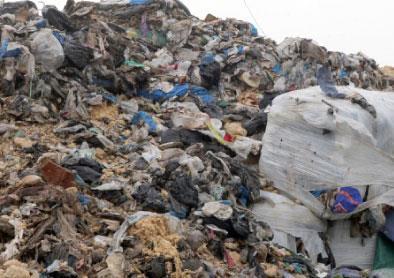 النفايات إلى أفريقيا والكلفة نصف مليار دولار
