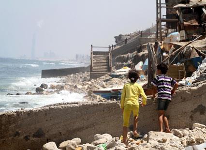 هل تغلبت المزارع السمكية على الصيد في بحر غزة؟