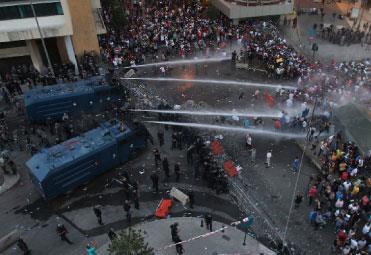 ساحات بيروت تجمع المتناقضات في تظاهرة ٢٩ آب:  لعبة الشارع في أيدي الجميع