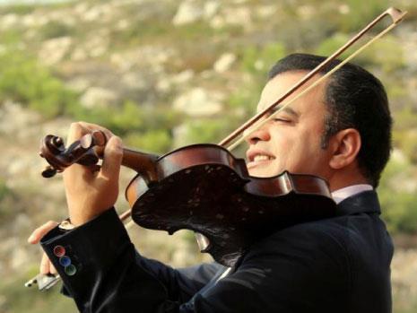 جهاد عقل:  الكمان الفلسطيني «يغني»  مع الأوركسترا