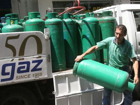 المستهلك يدفع الثمن: 140 مليون دولار لاستبدال قوارير الغاز