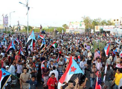5 قوى تتنازع السيطرة على «ثغر اليمن الباسم»: «القاعدة» يختطف عدن