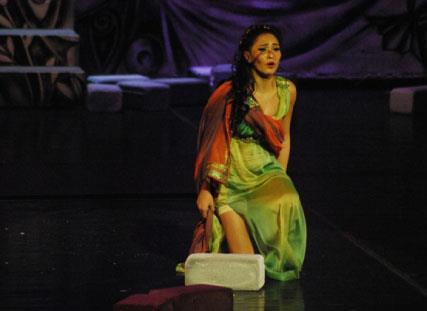 حفيدات حتشبسوت: يتحدين الظلامية