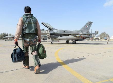 أعلام إيران وحزب الله والجيش السوري قبالة الجولان