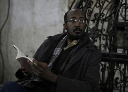 نال جائزة «نجيب محفوظ»، ووصل إلى القائمة القصيرة لـ «البوكر» | حمّور زيادة:  أنا ابن حكايات الجَدّة