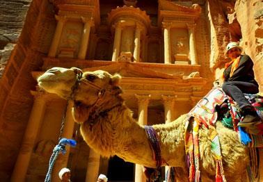 الأردن... سياحة فـي ربيع ملتهب