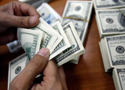 لبنان... الدولار هو الأستاذ  والليرة تلميذته