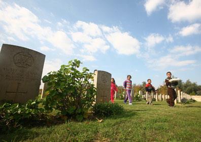 مقبرة الإنكليز المتنزه المفضل للغزيين