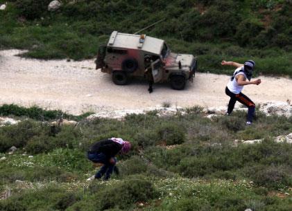 «تسهيلات» إسرائيلية أحادية الجانب في الضفة!
