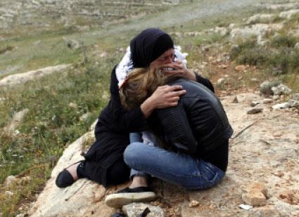 لعنة الهوية الخضراء والزرقاء:  فلسطينيون يتحولون إلى «بدون»!