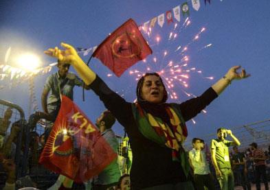 تركيا: مأزق حكم مفتوح على عودة غول... أو انتخابات مبكرة