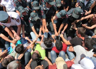 أرمينيا | احتجاجات يريفان: دروس في «الثورة البرتقالية»