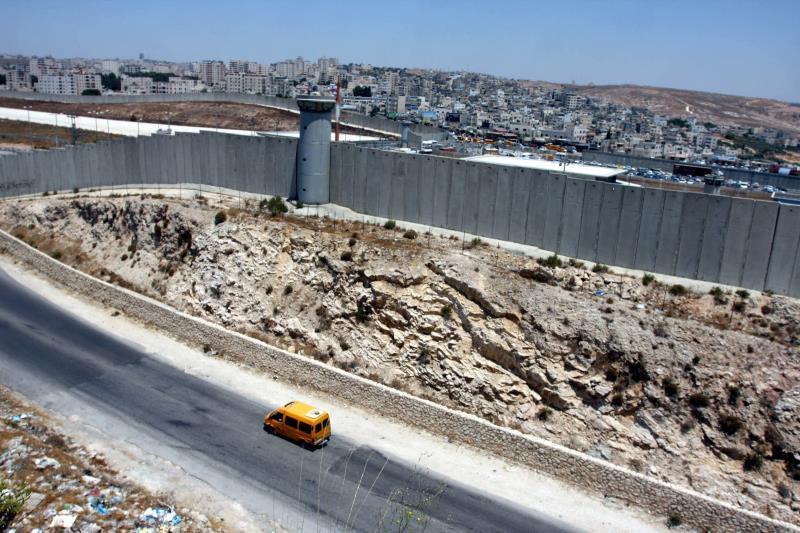 بعد ترسيخ الرواية الإسرائيلية تُفسر الوقائع العنصرية باعتبارها أعمالاً استثنائية (آي بي ايه)