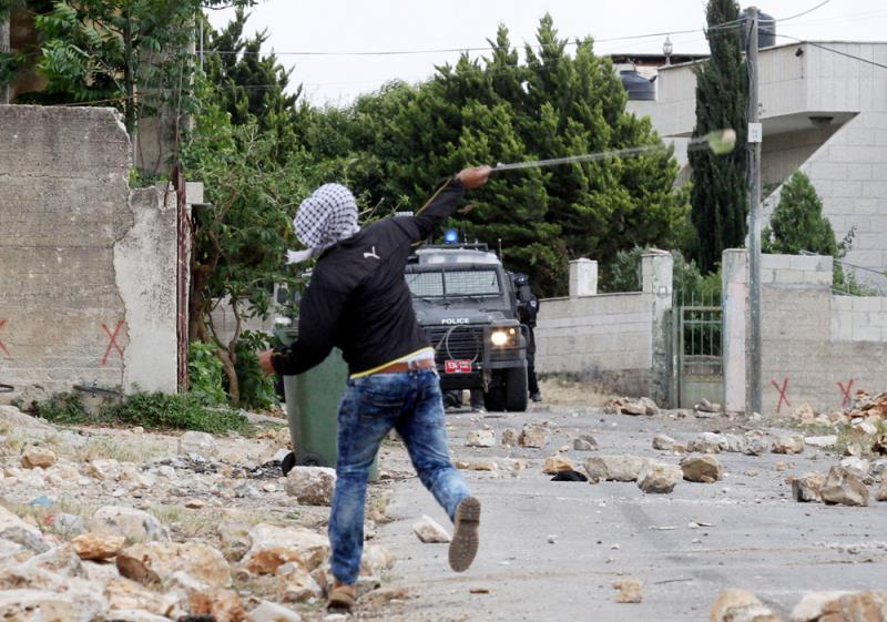 مقاومة المحتل والقوى الرجعية ما هي إلا جزء من واقع الحياة اليومية للشعب الفلسطيني (الأناضول)