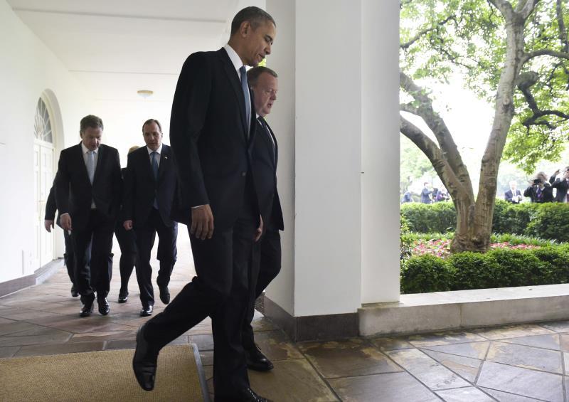 جمع الرئيس الأميركي زعماء خمس دول في واشنطن (أ ف ب)
