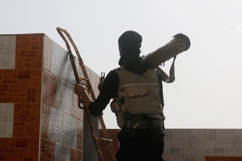 أطبق الجيش على مسلحي دير العصافير بعد التفاف من زبدين وحرستا القنطرة
