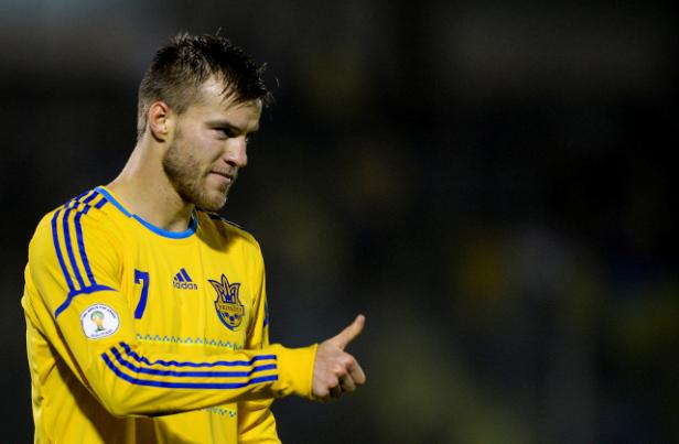 سبق أن اعتدى يارمولنكو (7) على زميله ستيبانينكو في احدى مباريات الدوري