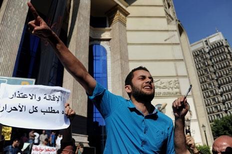 تحوّل الاعتراض من قضية صنافير وتيران إلى اقتحام «نقابة الصحافيين»