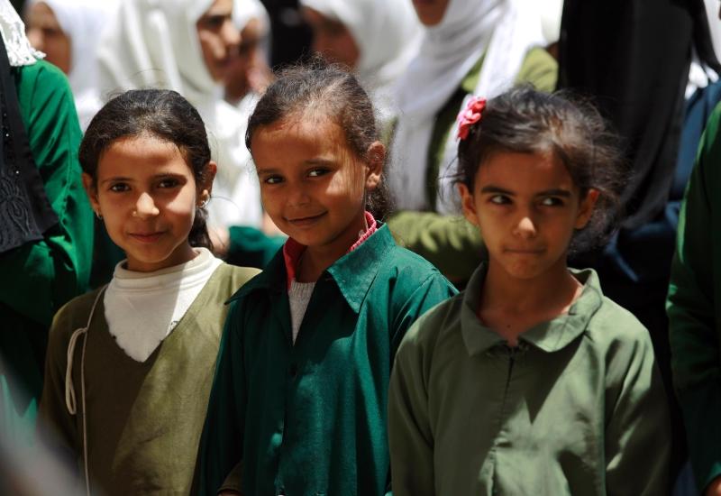 زُينت مدارس عدن بصور كبيرة لرئيس الإمارات وولي عهده