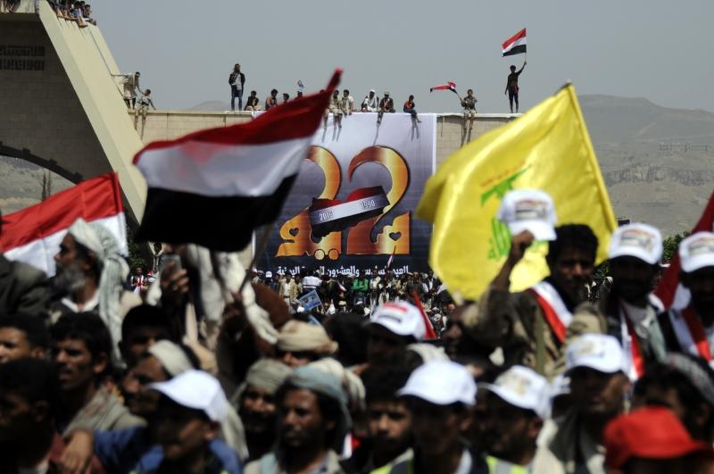 ألقى طيران التحالف السعودي قنابل صوتية أثناء الاحتفالات بذكرى الوحدة في صنعاء