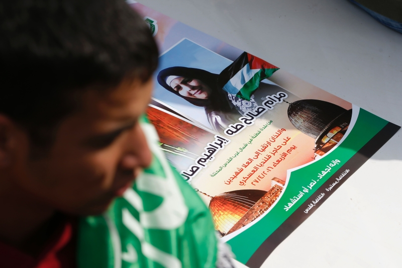 وحدهم الفلسطينيون يجمعون بين طقوس الاستذكار وطقوس العزاء على قتلاهم كل يوم تقريباً